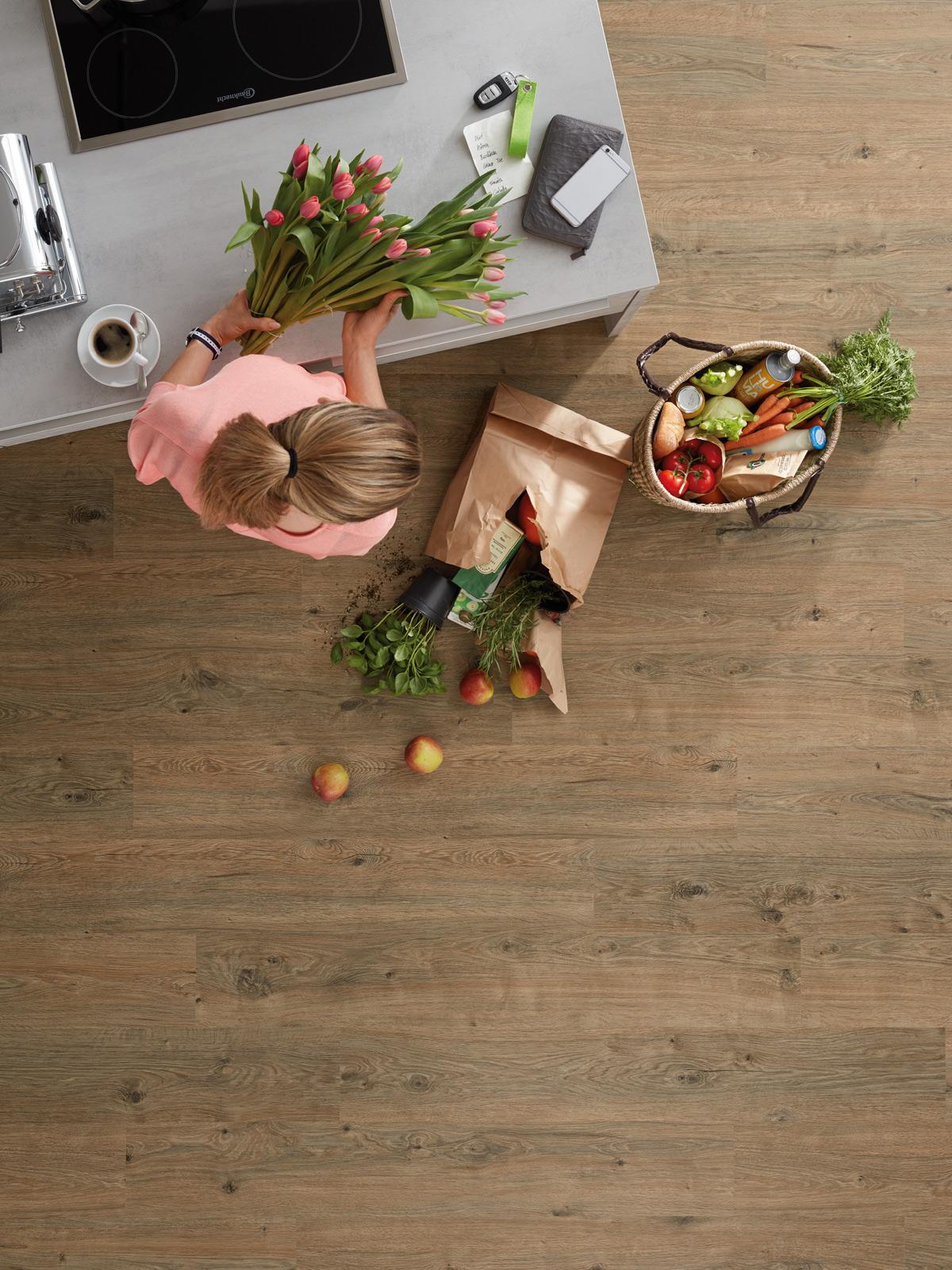 PURLINE Bioboden Küche frau Obst Gemüse Tulpen